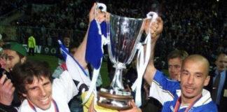 Gianfranco Zola e Gianluca Vialli con la Coppa delle Coppe vinta dal Chelsea.
